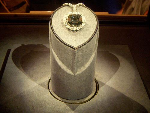 Lời nguyền của viên kim cương The Hope, Phi thường - kỳ quặc,